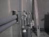 Водопроводные и канализационные трубы в перегородке из гипсокартона