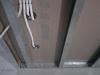Электрические кабеля в перегородке из гипсокартона