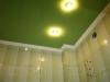 Натяжной потолок и плитка в ванной комнате